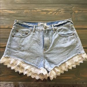 Free people lace shorts 🌼